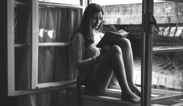 mujer- leyendo- libros- femenino- articulos-