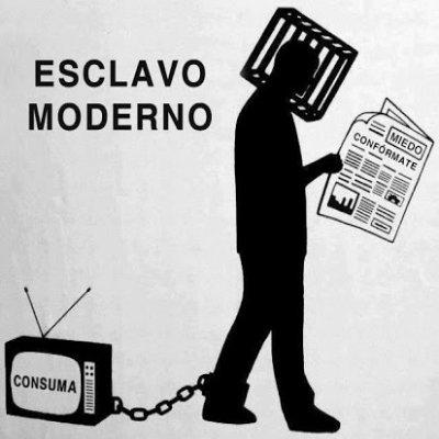 exclaco moderno- pan y circo- nina peña- articulo- reflexión- republica bananera- consumismo- tv- medios-