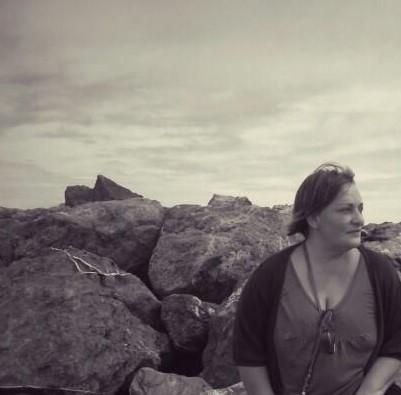 Nina Peña - mujer - libro - rocas