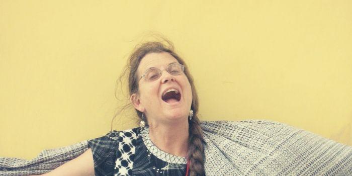 ambar past - mujer - poeta